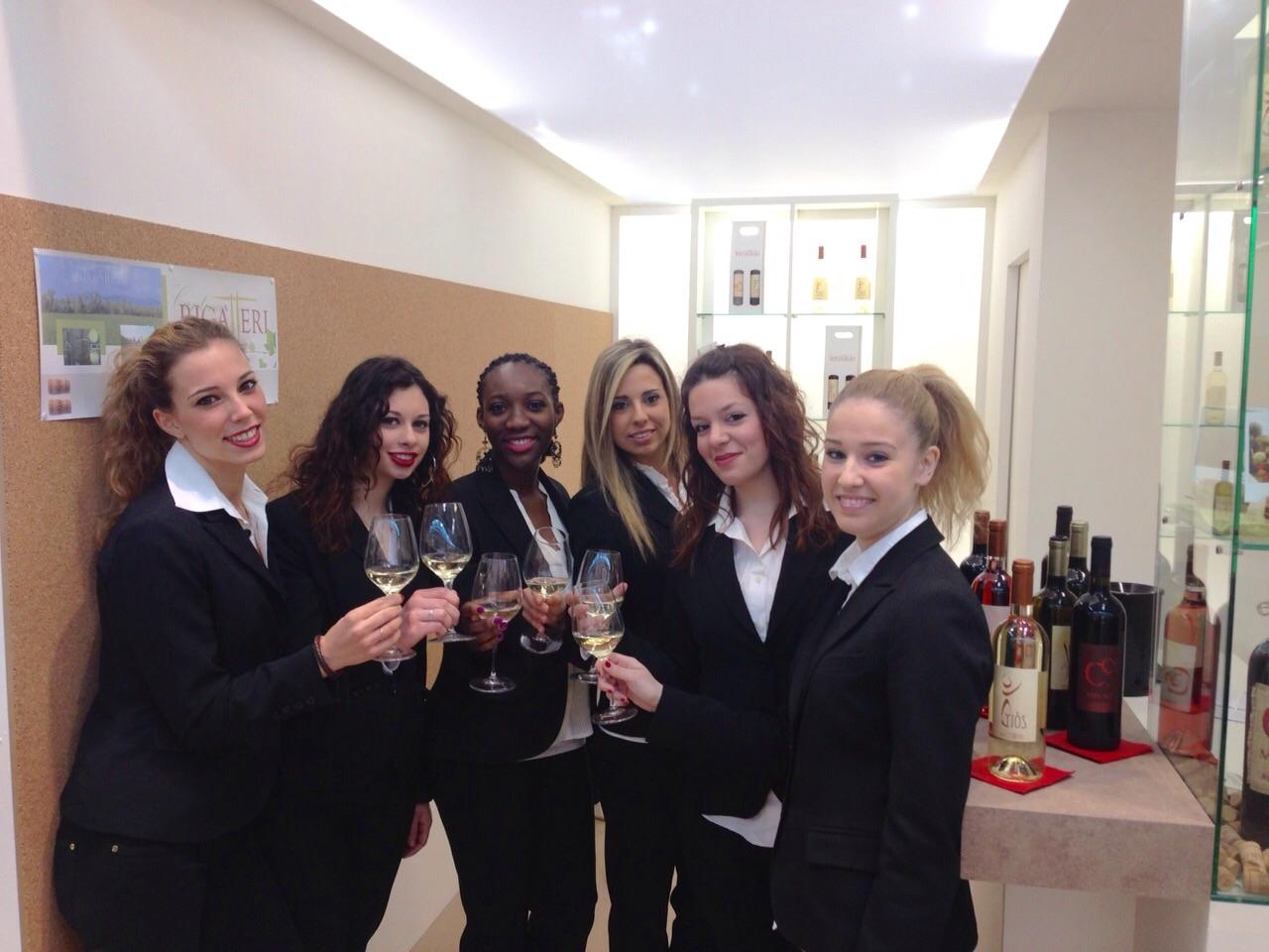 Hostess Per Guardaroba.Hostess In Fiera La Sua Importanza Nel Business E Le Vendite